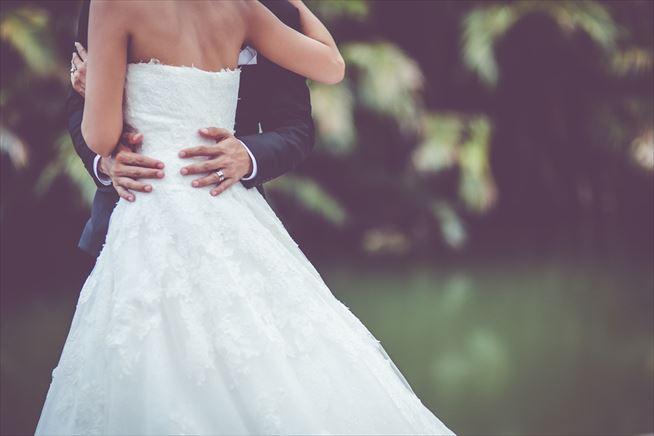 """結婚式に着るドレスの歴史と""""純白""""のルーツとは?なぜウェディングドレスは白いのか?"""