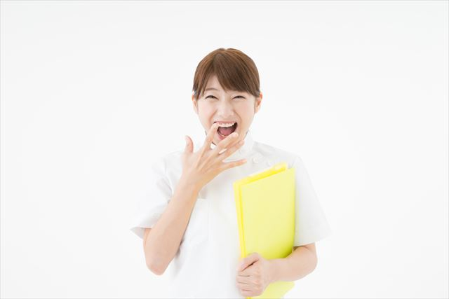 笑っている女医さんの写真